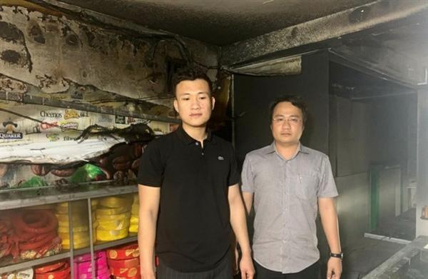 Hai anh em Võ Chung Anh và Võ Tuấn Anh đã cứu sống bé Khánh Đan thoát khỏi đám cháy