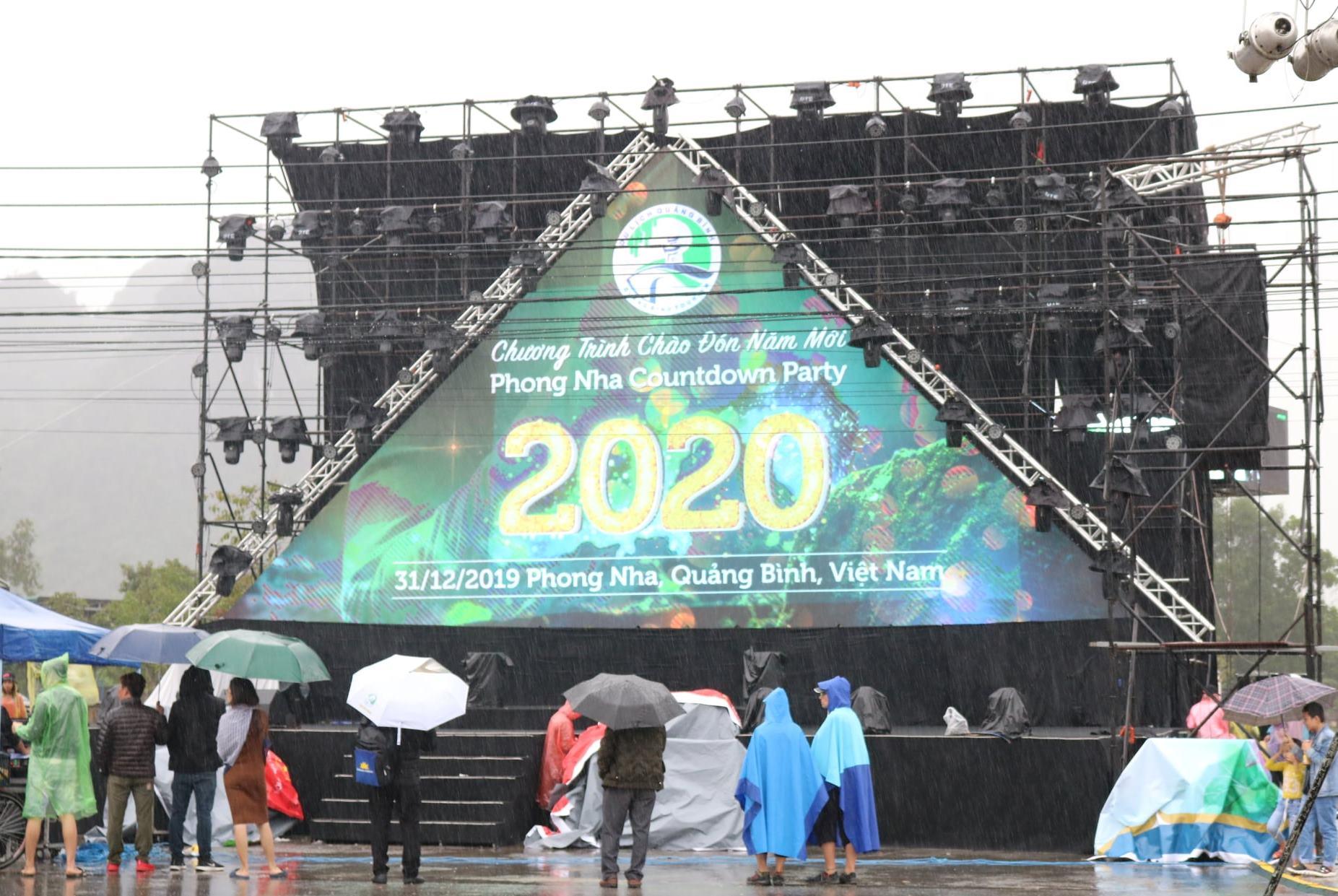 Khách du lịch hào hứng với Chương trình đếm ngược chào đón năm mới 2020